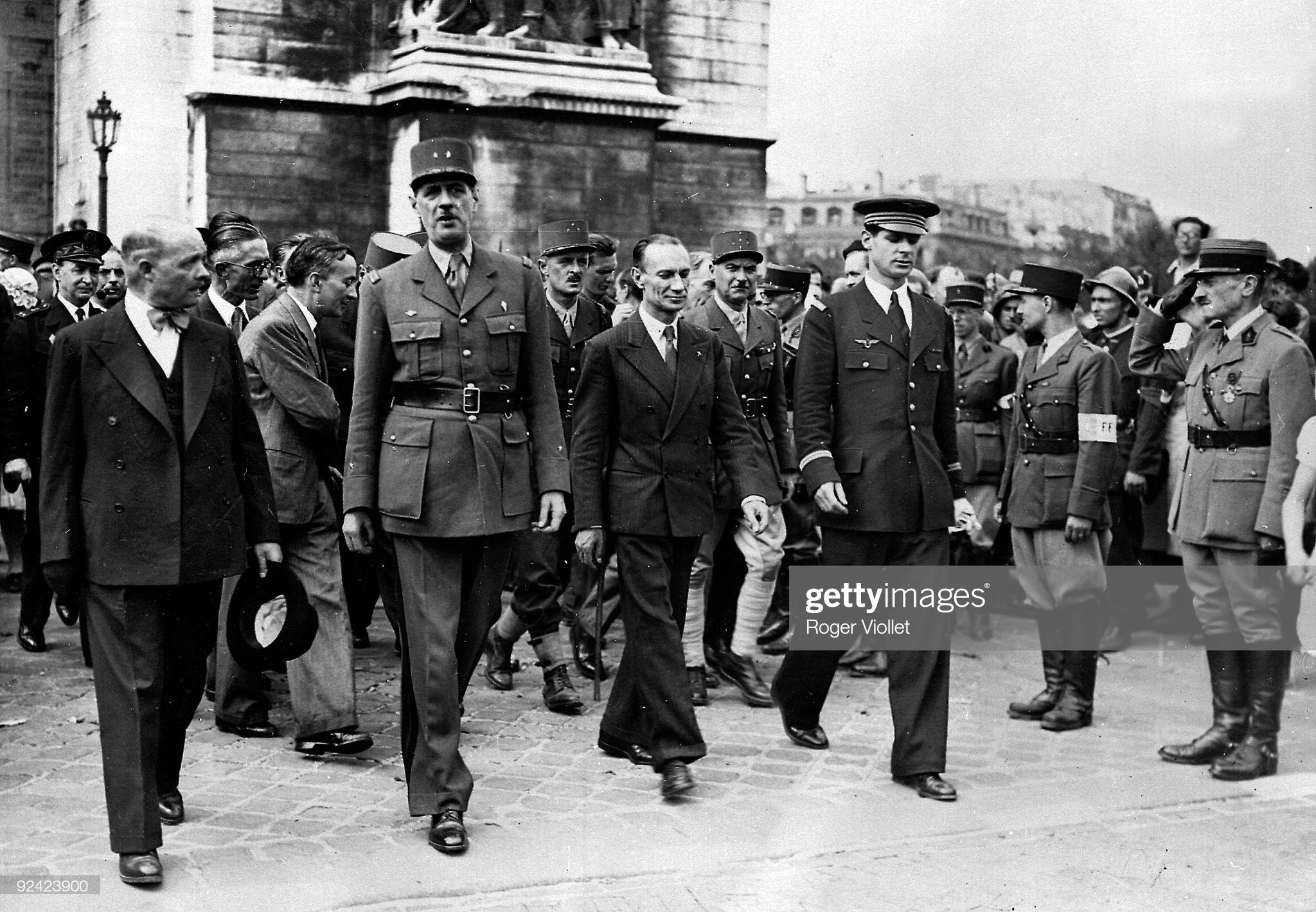 Аржанлье и де голль 26 08 1944.jpg