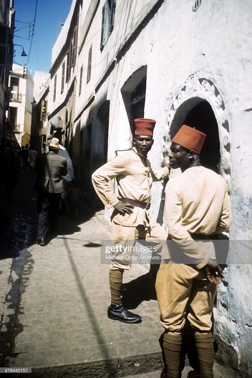 алж полиция в касбе сент 1943 Иван дмитрий Мишель Ош.jpg
