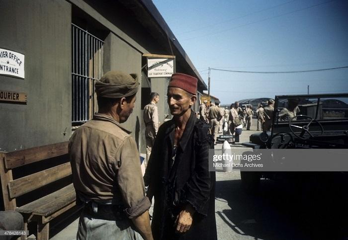 Курьерская контора в Алжире сент 1943 Иван Дмитрий Мишель Ош.jpg