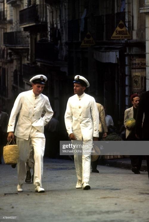 Моряки в касбе сент 1943 Ив Дм Миш Ош.jpg