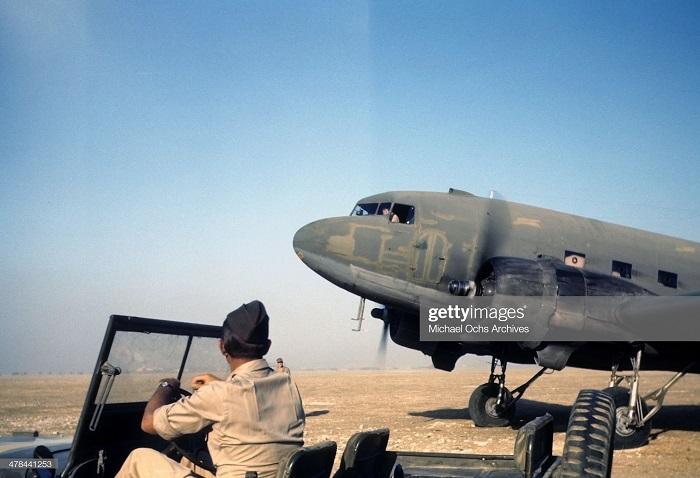 Самолет на ам базе сент 1943 Иван Дмитрий Мишель Ош 2.jpg