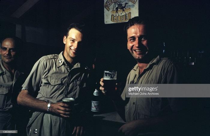 В баре на ам базе сент 1943 Иван Дмитрий Мишель ош.jpg