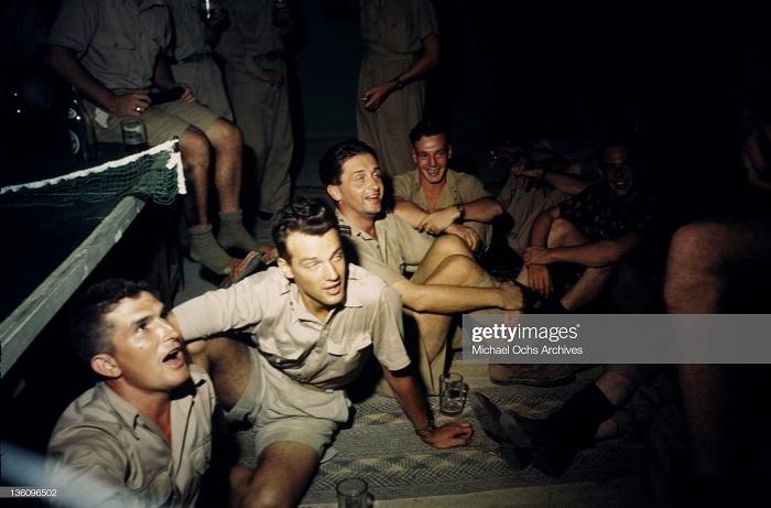 В баре на ам базе сент 1943 Иван Дмитрий Мишель ош2.jpg