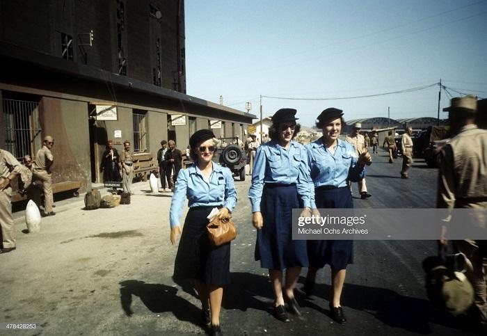 Женщина на ам базе сент 1943 Ив Дм М Ош.jpg