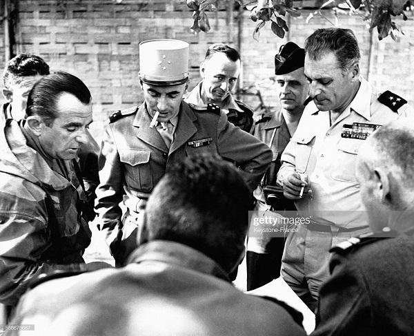 Жилль Наварр и Коньи 29 нояб 1953 в ДБФ на инсп.jpg