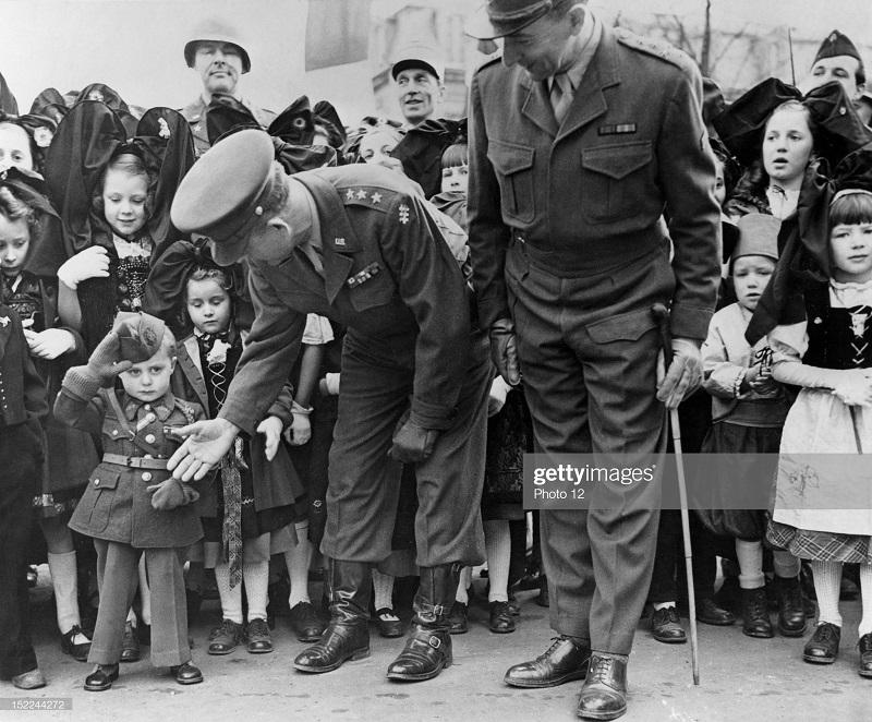 де латтр  в эльзасе фев 1945.jpg