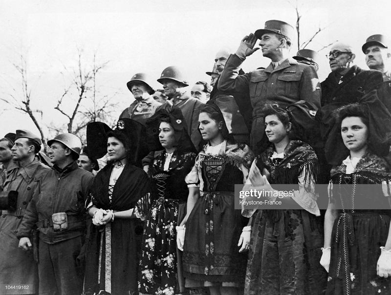 де латтр на параде в кольмаре 8 фев 1945 2.jpg