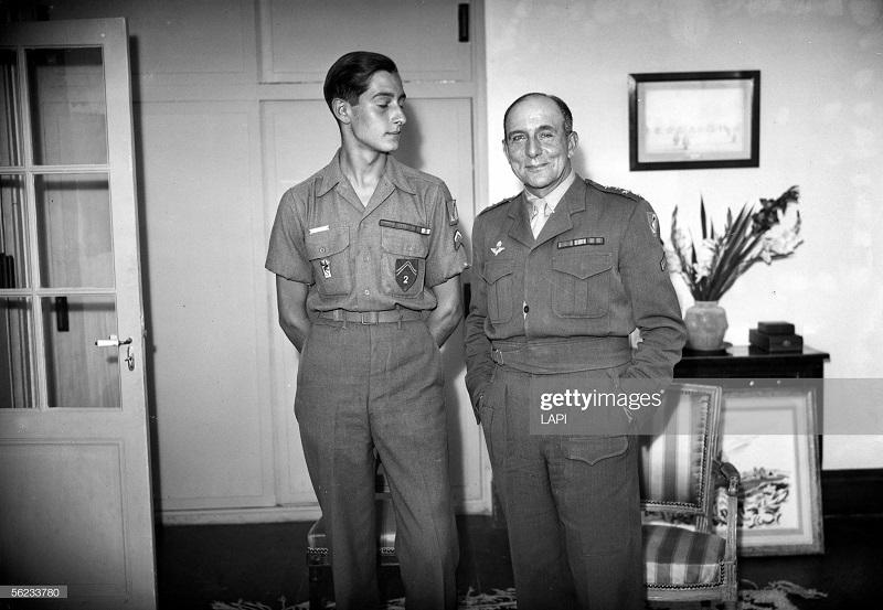 де латтр с сыном окт 1945 Роже Вьолле.jpg