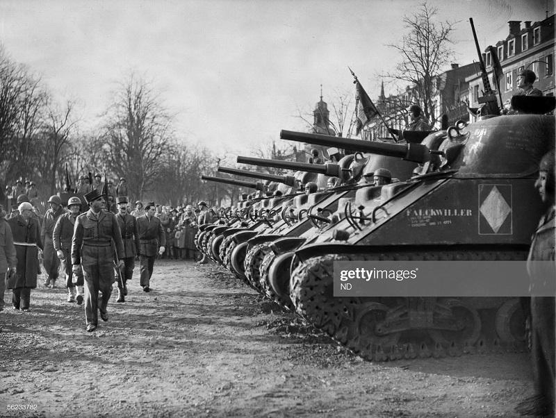 парад в кольмаре 11 фев 1945 Роже вьолле.jpg