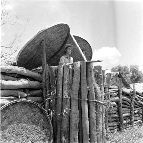 строительство поста в камбодже 1952.jpg