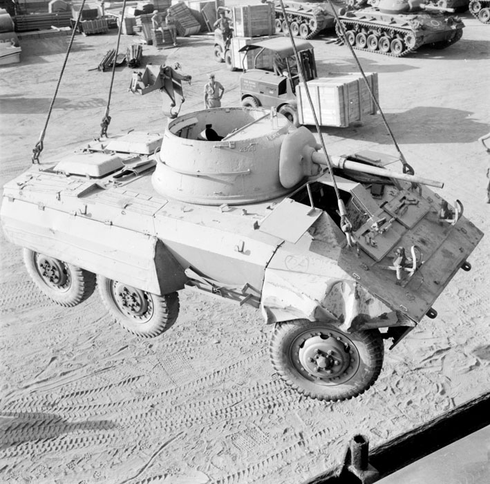 Погрузка бронеавтомобиля М8 июль 1963 Паньо.jpg