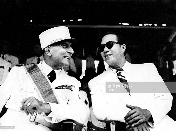 де латтр и Бао Даи в Ханое 14 июля 1951.jpg