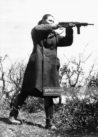 женщина парт Маркоса упр в стрельбе 1946.jpg