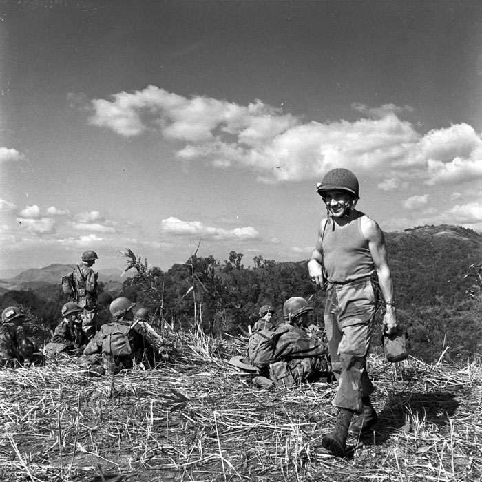 Операция Полукс сержант с флягой дек 1953 Перо.jpg