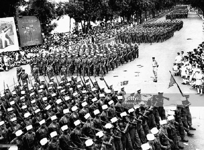 5 полк ИЛ на параде в Ханое 14 июля 1954.jpg