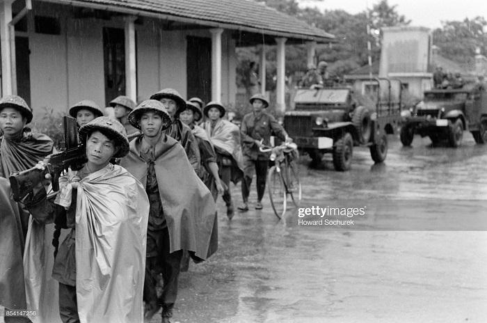 вьет минб входит в Ханой окт 1954.jpg