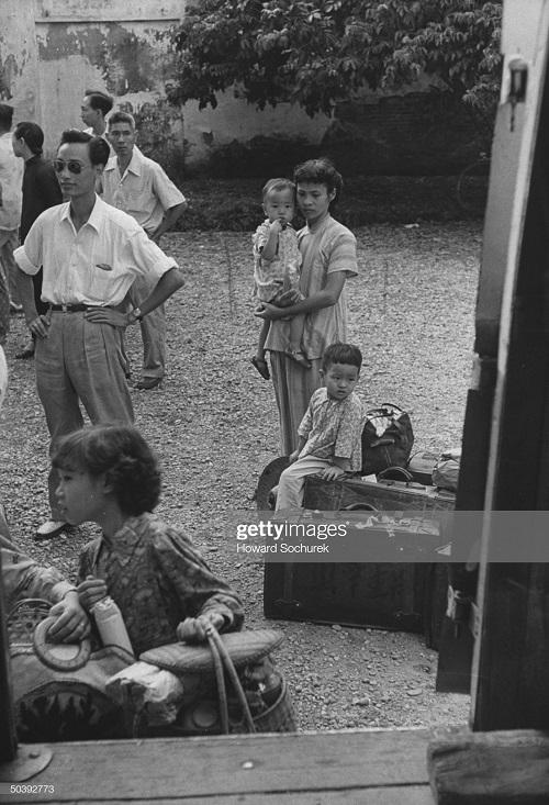 Народ на улицах после об о прекр огня июль 1954.jpg