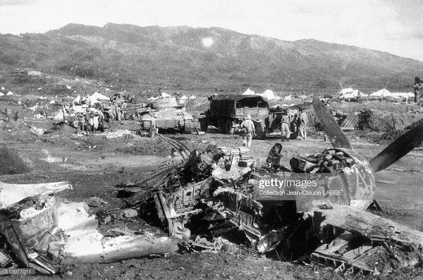 разбитый самолет на фр позициях май 1954.jpg