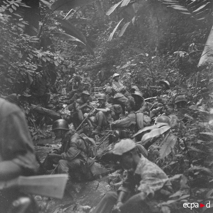 Солдаты у ручья 23 дек Перо.jpg
