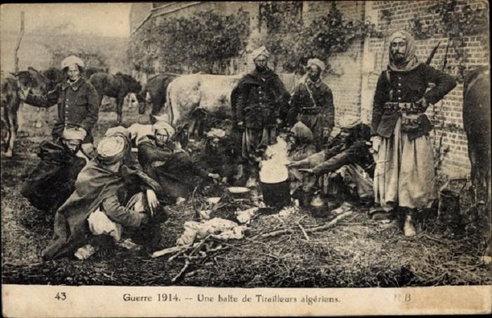 Алж стрелки на привале 1914.jpg