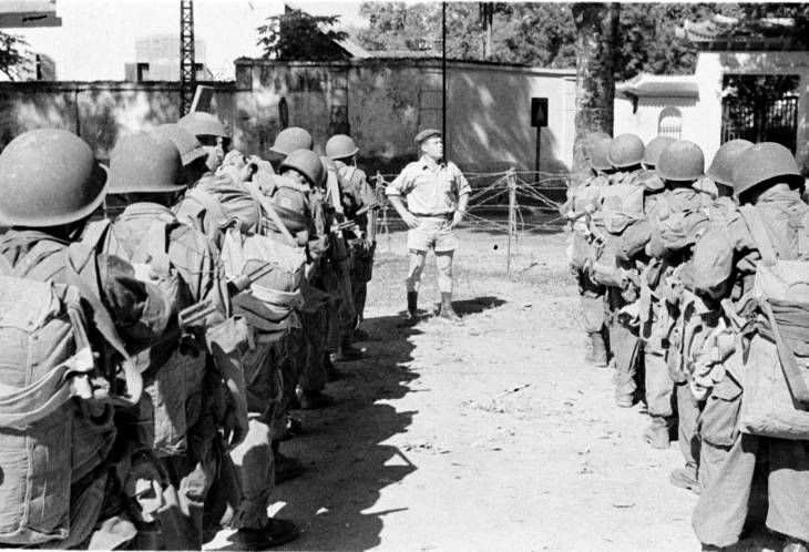 Оф с солдатами 1950.jpg