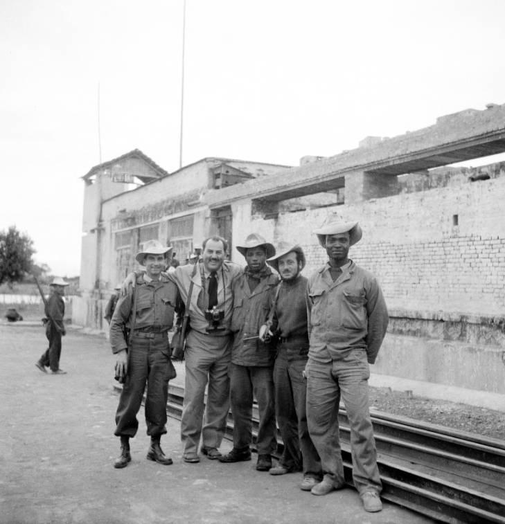 ХФ в Индокитае с солдатами 1950.jpg