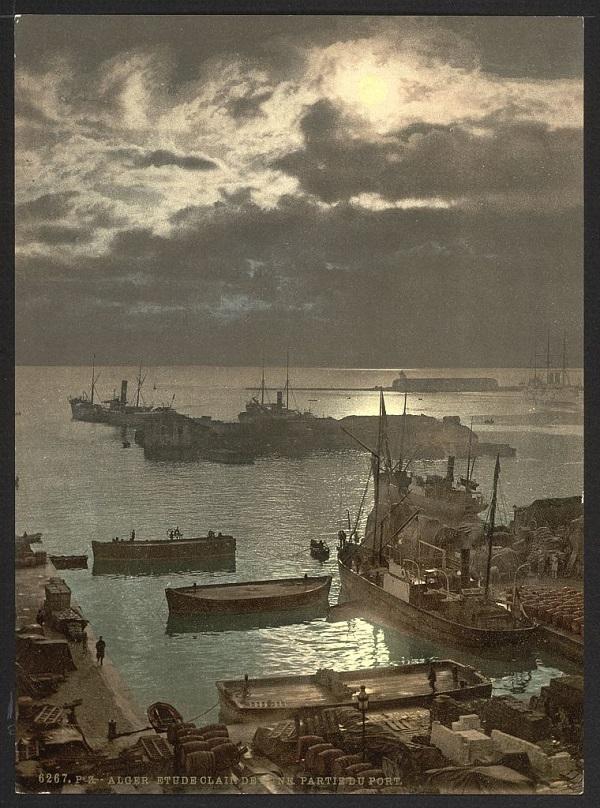 Алжир порт ночью.jpg