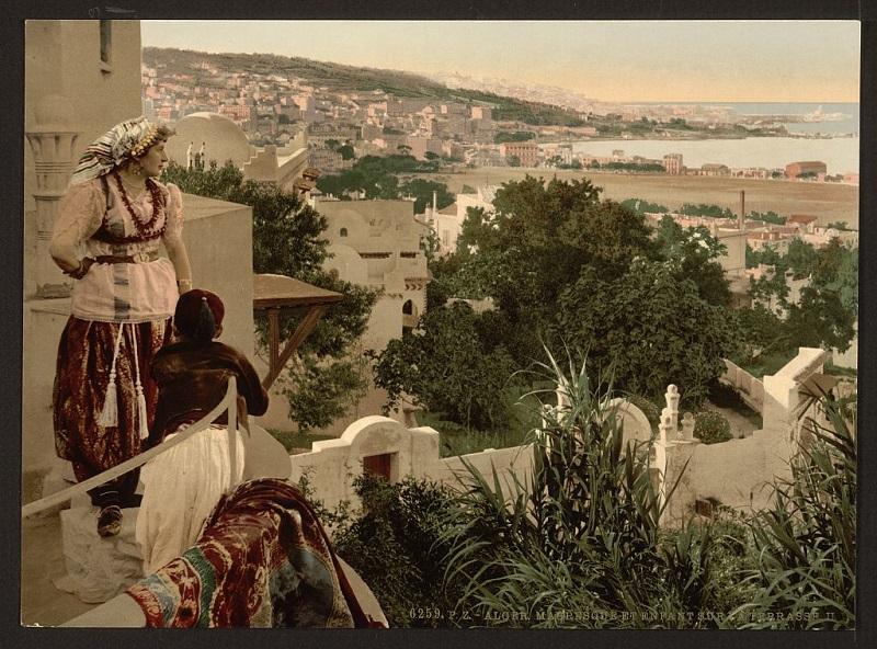 Алжир женщ и реб на террасе2.jpg