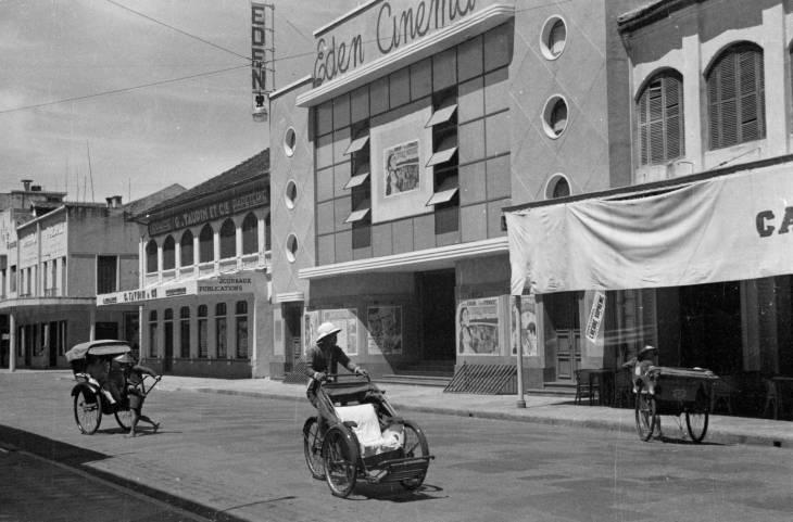 рикши у кинотеатра.jpg