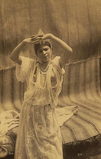 Молодая женщина Тлемсен.jpg