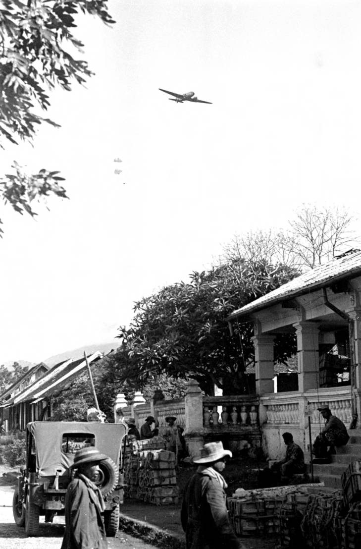 парашютисты 1953.jpg
