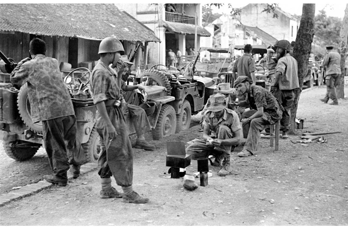 патруль на отдыхе 1953 1.jpg