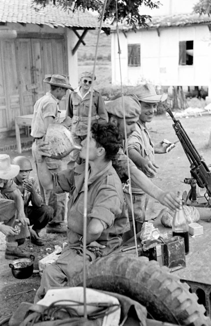 патруль на отдыхе 1953 2.jpg