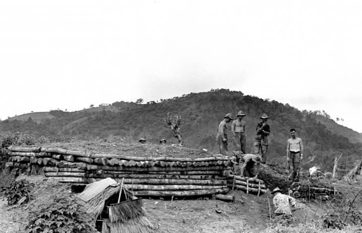 солдаты роют туннель 1953.jpg