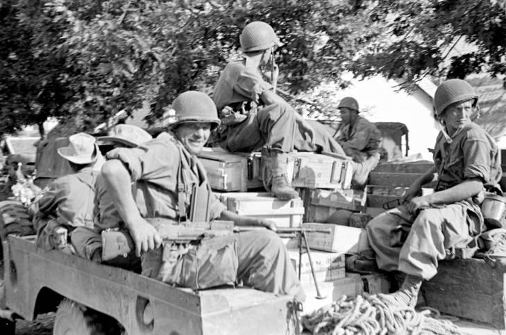 солдаты в грузовике 1953.jpg