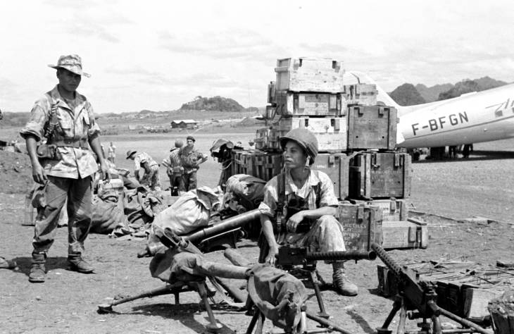 солдаты с амер снаряжением 1953.jpg