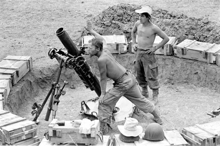 солдаты у миномета 1953 2.jpg