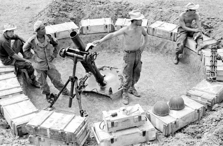 солдаты у миномета 1953 3.jpg