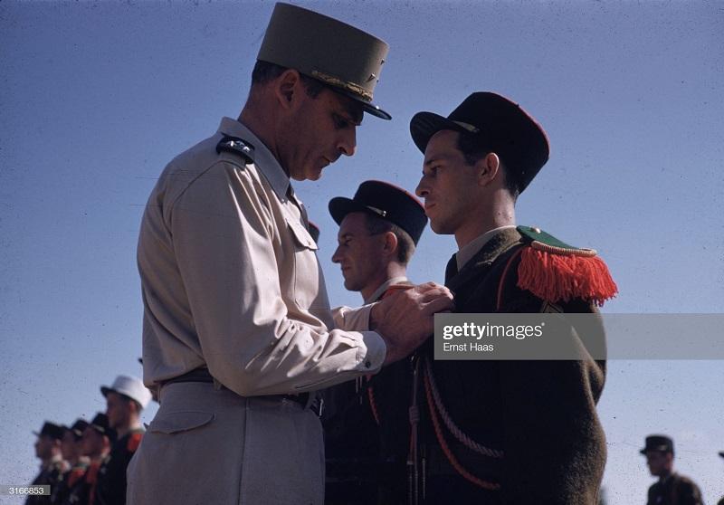 Награждение легионеров в Бао Нин 1956 Эрнст Хаас2.jpg