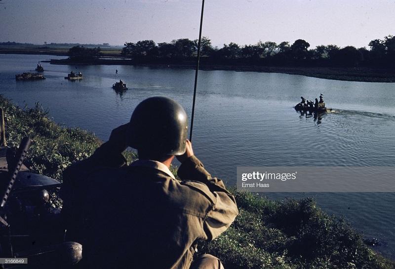 Легионеры в Индокитае 1956 Эрнст Хаас 6.jpg