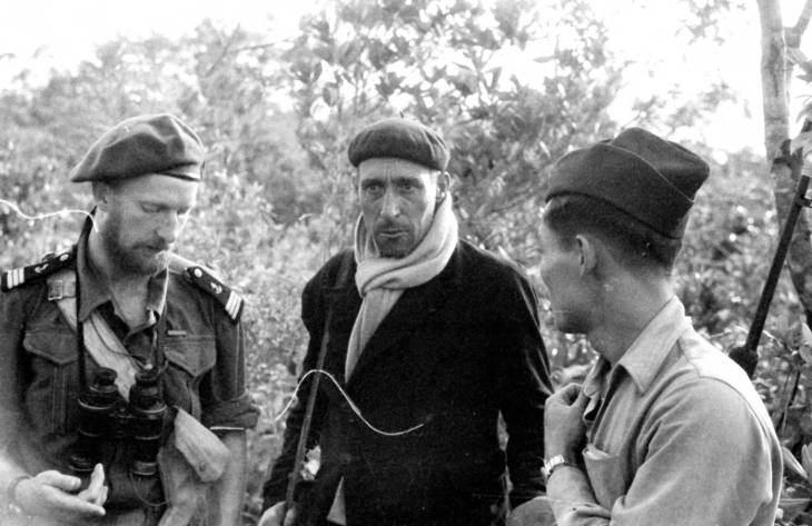 спецназ флота и гражданский на халонге 1950.jpg
