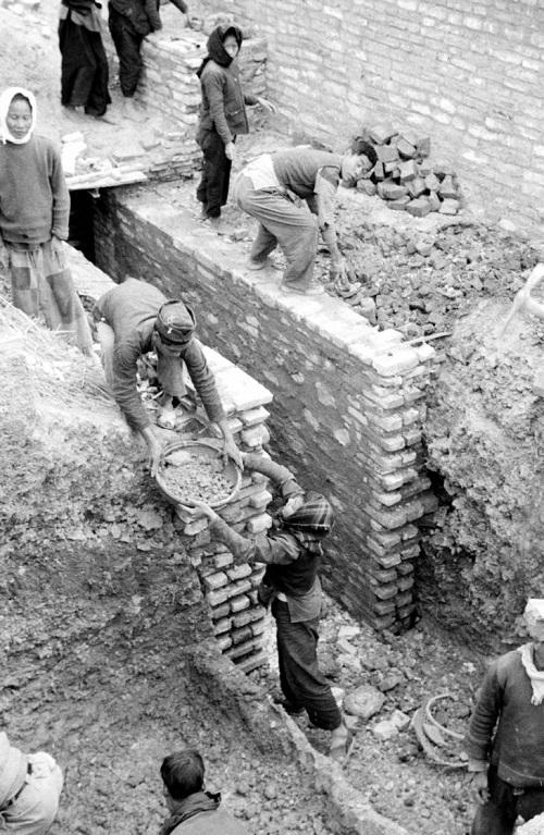 Вьетнамцы роют туннель 1950 2.jpg