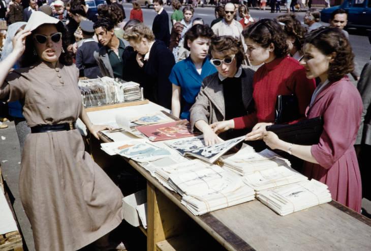 Москва уличная торговля журналы.jpg