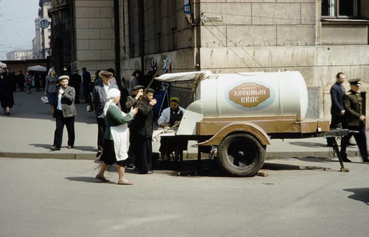 Москва уличная торговля квас.jpg
