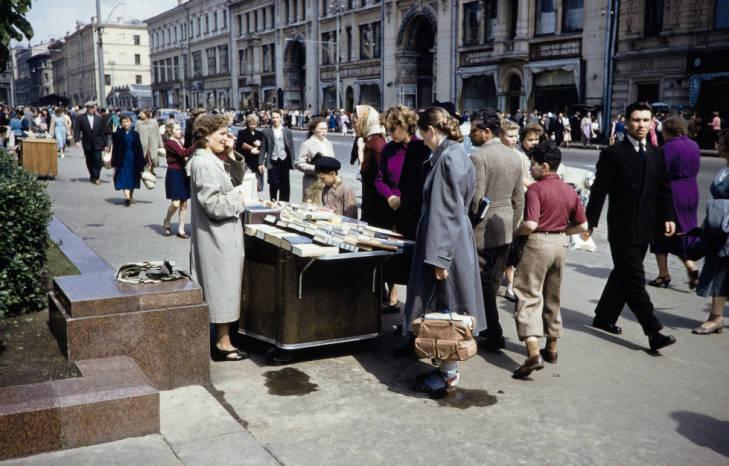 Москва уличная торговля книги 2.jpg