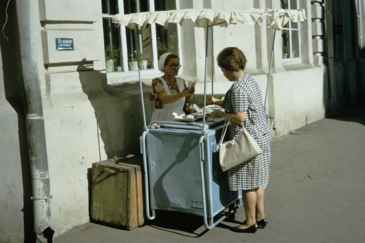 Москва уличная торговля мороженое.jpg