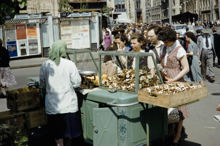 Москва уличная торговля сухофрукты.jpg