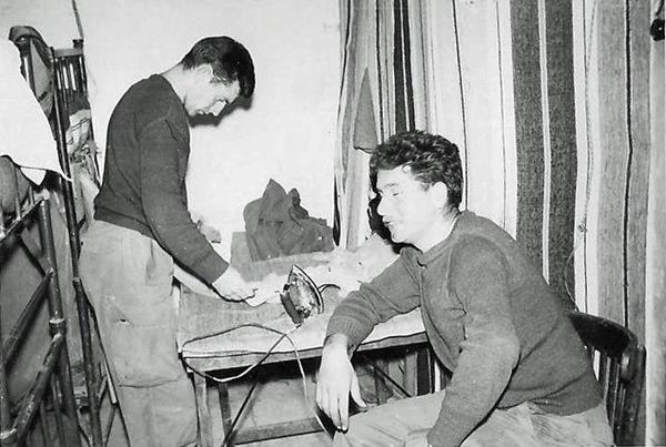 Глажка Сержант Поло и Сантарелли 6 мая 1960.jpg