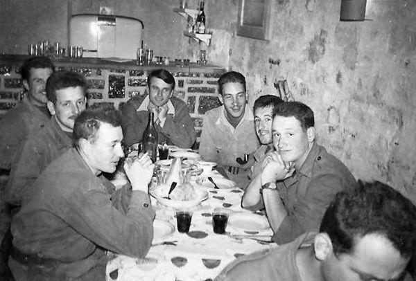 Отдых в столовой для унтеров май 1960.jpg