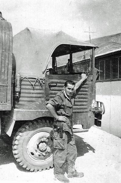Сержант Гранадос с машиной от столовой.jpg